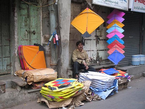 Hintli uçurtma satıcısı